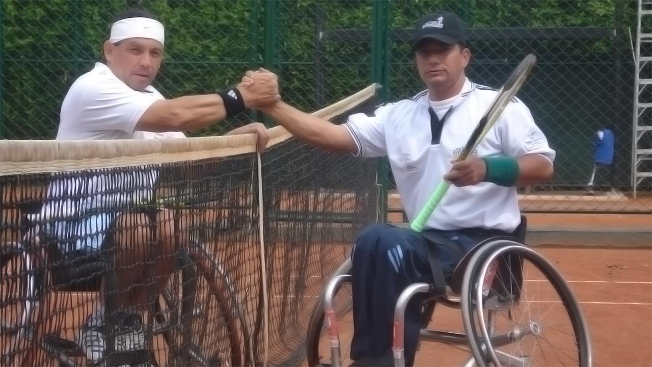 Tenis de campo en silla de ruedas